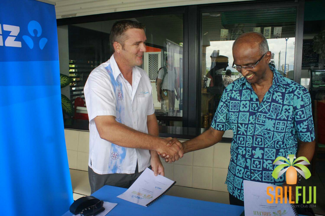 Nigel Skeggs (left) receives the $20,000 cheque from ANZ Fiji who are now officiall the naming sponsor the race.